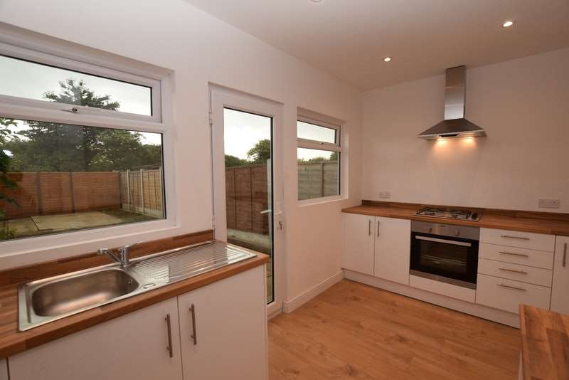 3 Bedrooms Terraced House for sale in Cherry Tree Close, Rainham, Essex, RM13