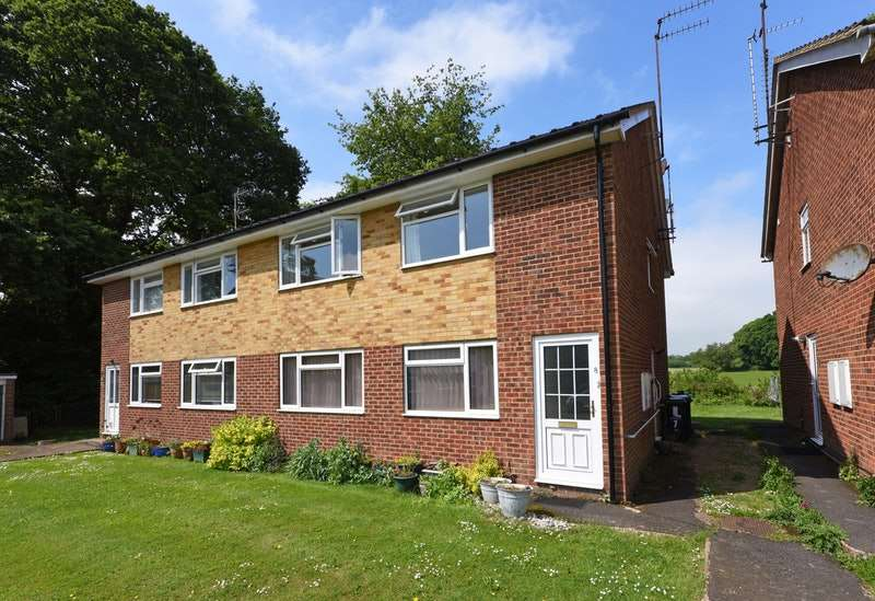 2 Bedrooms Maisonette Flat for sale in Hilary Close, Polegate, East Sussex, BN26
