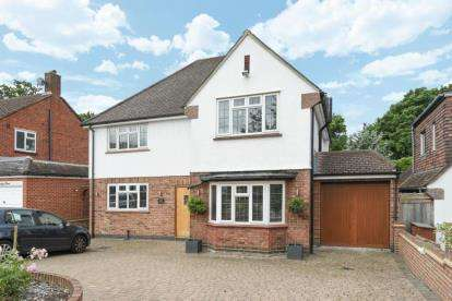 4 Bedrooms Detached House for sale in Malmains Way, Beckenham