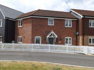 4 Bedrooms Terraced House for sale in Meadow Drive, Henfield, West Sussex