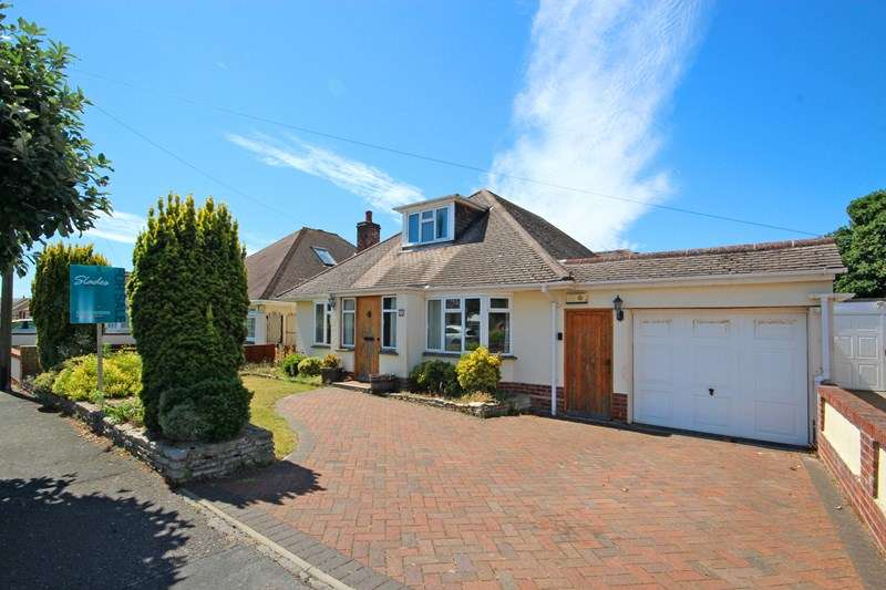 2 Bedrooms Bungalow for sale in Riversdale Road, Wick, Bournemouth