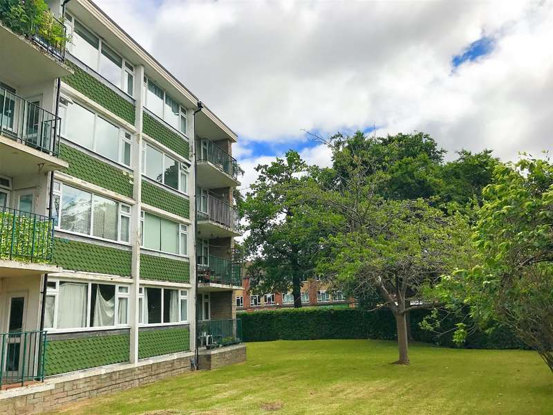 2 Bedrooms Apartment Flat for sale in Rances Lane, Wokingham, RG40 2LJ