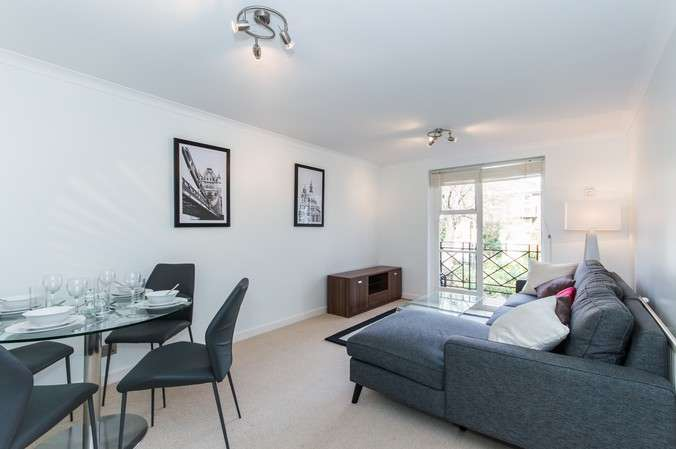 1 Bedroom Flat for sale in Brompton Park Crescent, Fulham