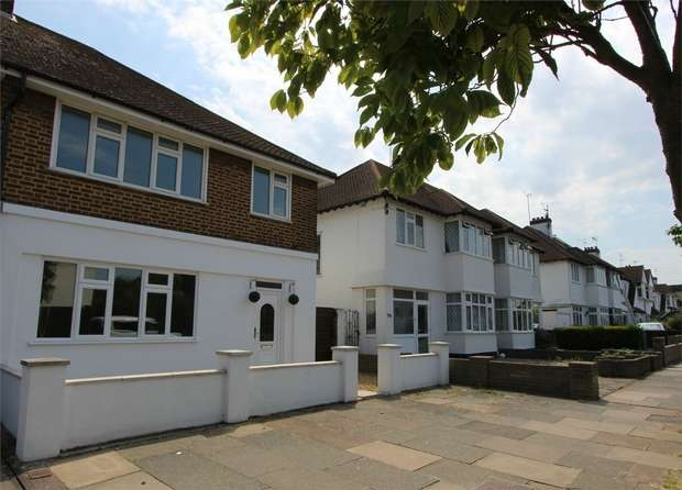 3 Bedrooms Semi Detached House for sale in Eastbourne Grove, WESTCLIFF-ON-SEA, Essex