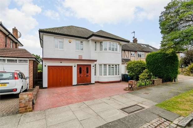 4 Bedrooms Detached House for sale in St James Avenue, London