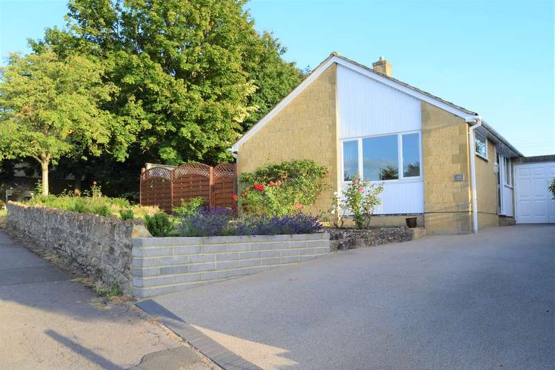3 Bedrooms Detached Bungalow for sale in Grove Hill, Highworth