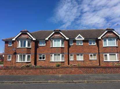 2 Bedrooms Flat for sale in Dawlish Lodge, 421 Clifton Drive North, Lytham St. Annes, Lancashire, FY8