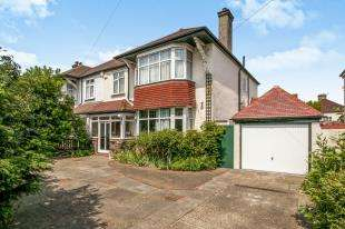 4 Bedrooms Semi Detached House for sale in Addiscombe Road, Croydon