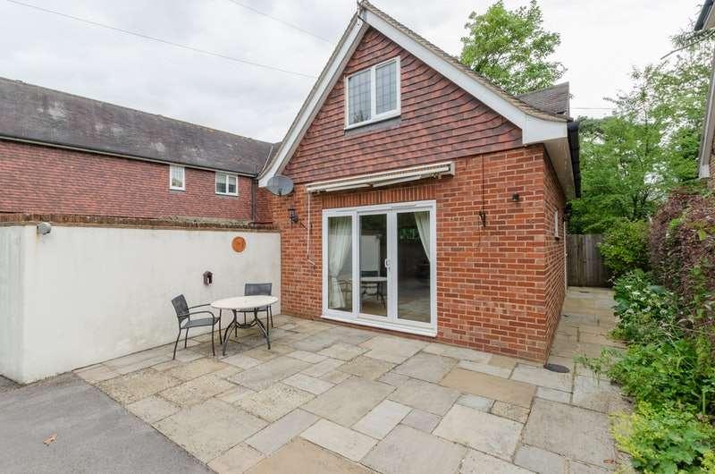 1 Bedroom Semi Detached House for sale in racecourse road, dormansland, Surrey, RH7