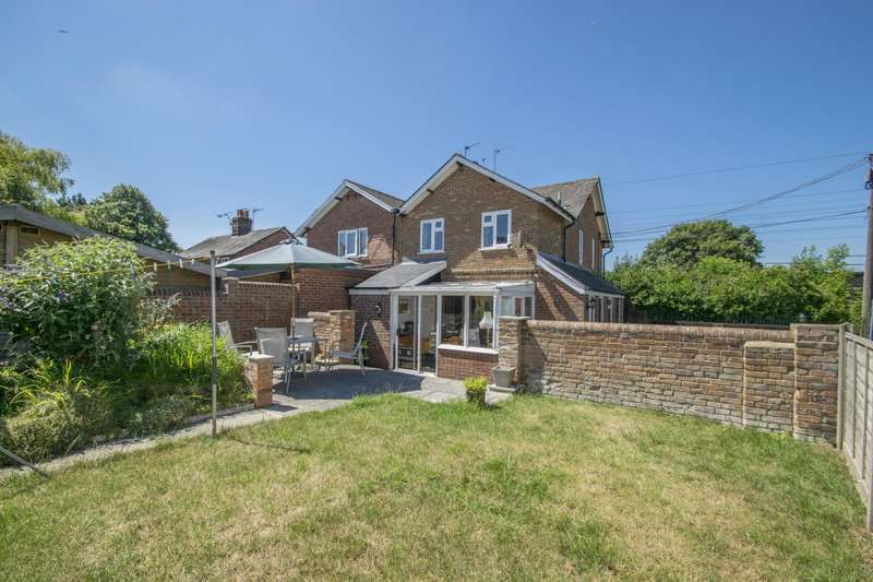 3 Bedrooms Semi Detached House for sale in Newtown Cottages Ferry Road, South Stoke, Reading, RG8