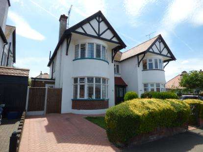 3 Bedrooms Semi Detached House for sale in Westcliff-On-Sea, Essex, England