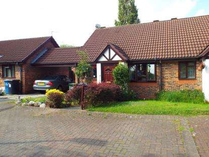 2 Bedrooms Bungalow for sale in Ivychurch Mews, Runcorn, Cheshire, WA7
