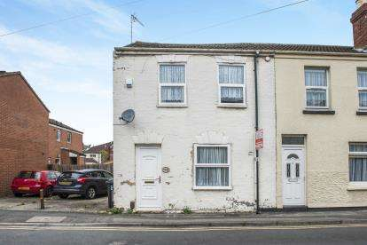 2 Bedrooms End Of Terrace House for sale in Victoria Street, Gloucester, Gloucestershire