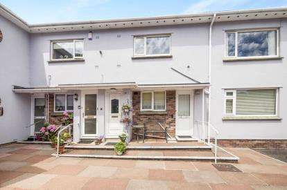 2 Bedrooms Flat for sale in Grosvenor Road, Paignton, Devon