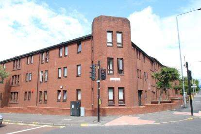 2 Bedrooms Flat for sale in Maryhill Road, Woodside, Glasgow