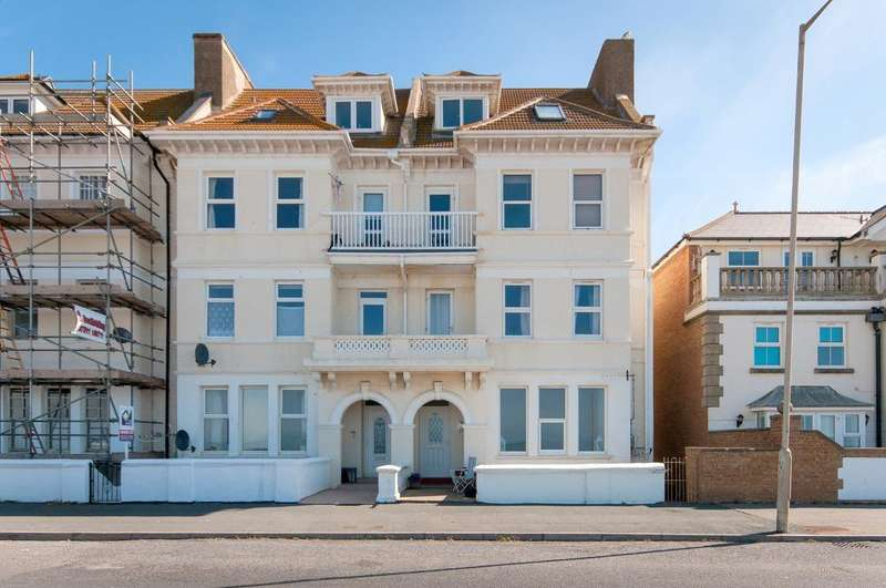 2 Bedrooms Flat for sale in Esplanade, Seaford, BN25 1JJ