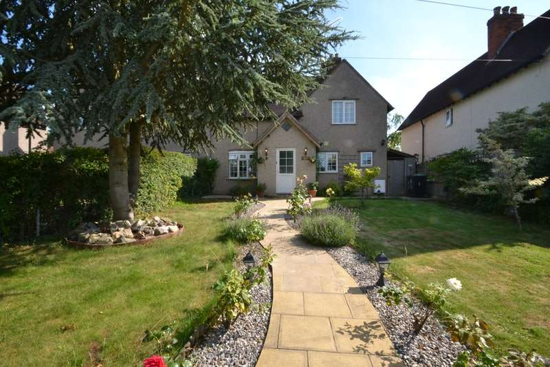 3 Bedrooms Semi Detached House for sale in Kingsmead Hill, Roydon, Essex, CM19