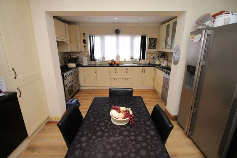 4 Bedrooms Detached House for sale in Stuart Road, Kempston, Bedford, MK42