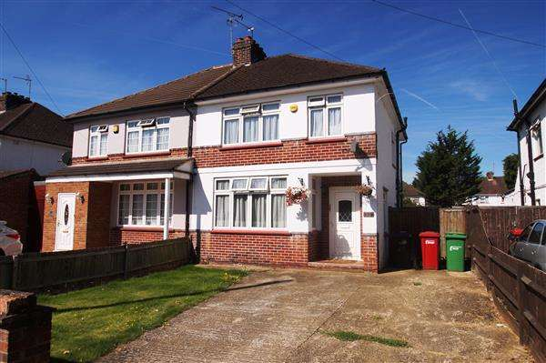 3 Bedrooms Semi Detached House for sale in Blumfield Crescent, Burnham, Slough