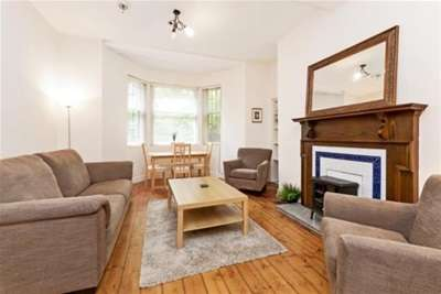 2 Bedrooms Flat for rent in Hillhead Street, Hillhead