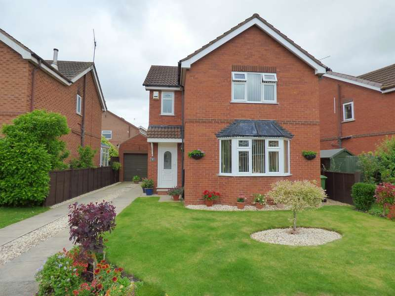 3 Bedrooms Detached House for sale in Lilac Avenue, Beverley, HU17 9UT