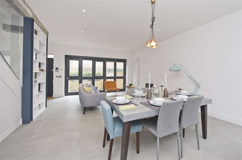 2 Bedrooms Mews House for sale in Parkside, Ravenscourt Park, Hammersmith