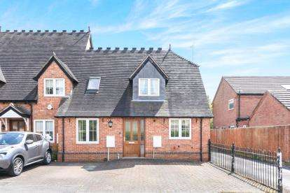 3 Bedrooms End Of Terrace House for sale in Woodside Court, Church Lane, Cookhill, Alcester