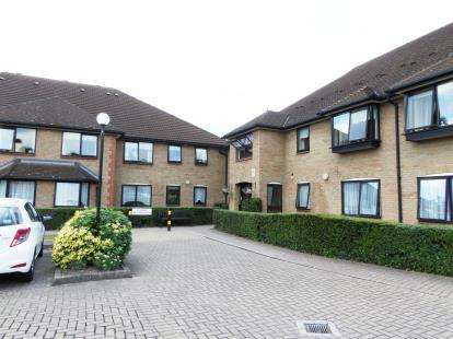 1 Bedroom Retirement Property for sale in Queens Park Avenue, Billericay, Essex