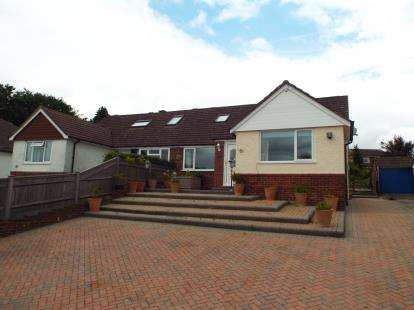 4 Bedrooms Bungalow for sale in Horndean, Waterlooville, Hampshire