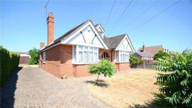 3 Bedrooms Detached Bungalow for sale in Hilltop Road, Earley, Reading