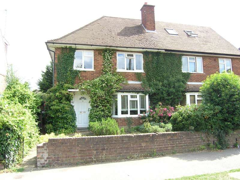 3 Bedrooms Semi Detached House for sale in Moatfield Road< Bushey