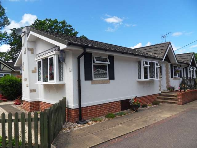 2 Bedrooms Park Home Mobile Home for sale in 25A Forest Way, Warfield Park, Warfield