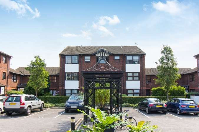 Flat for sale in Mayfield Road, London