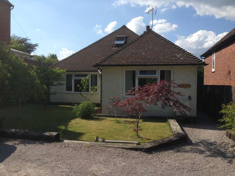 4 Bedrooms Bungalow for sale in Beacon Hill Road, Hindhead, Surrey, GU26