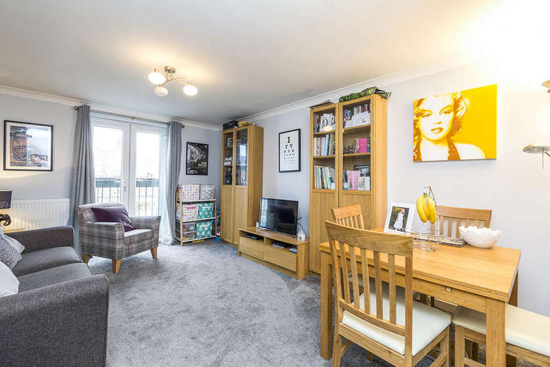 2 Bedrooms Flat for sale in Chillingham Road, Newcastle Upon Tyne, NE6