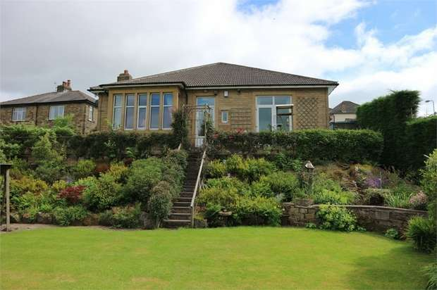 3 Bedrooms Detached Bungalow for sale in Spring Avenue, Keighley, West Yorkshire