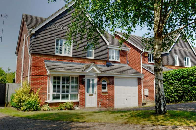 4 Bedrooms Detached House for sale in Trenchard Avenue, Wendover