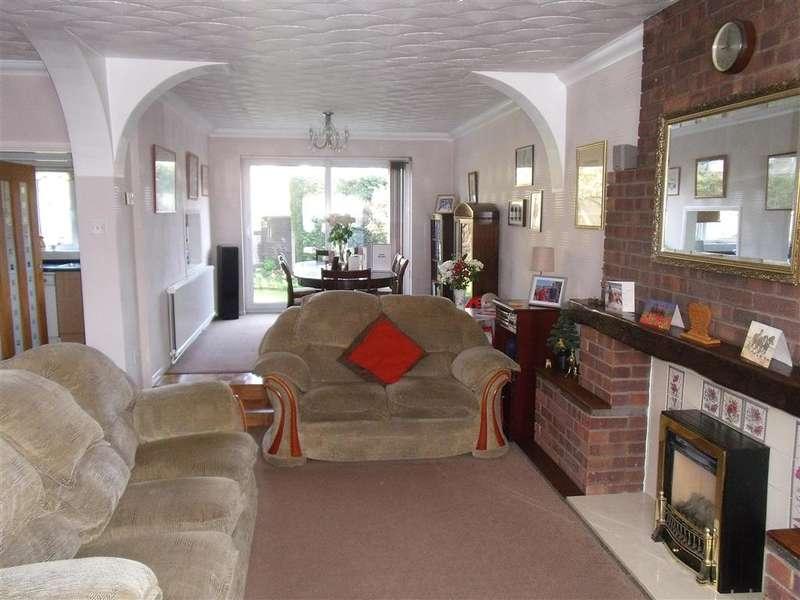 4 Bedrooms Detached House for sale in Chestnut Avenue, Walderslade, Chatham, Kent