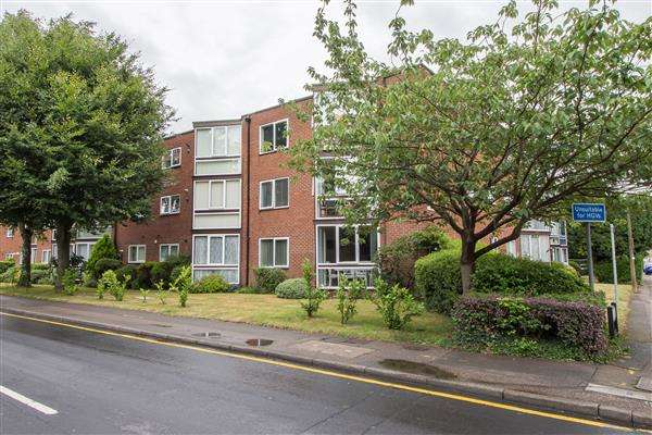 2 Bedrooms Apartment Flat for sale in Eversley Lodge, Park View, Hoddesdon