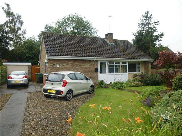 2 Bedrooms Detached Bungalow for sale in The Coppice, Bishopthorpe, York