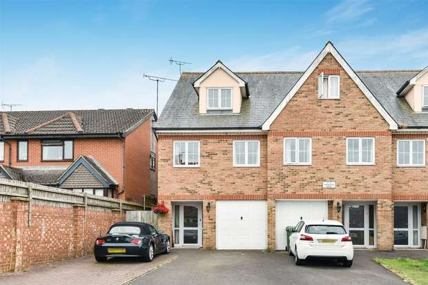 3 Bedrooms End Of Terrace House for sale in Thornton Mews, Cambridge Road, CROWTHORNE, Berkshire
