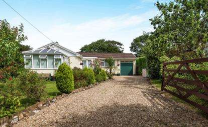 2 Bedrooms Bungalow for sale in Perran Downs, Goldsithney, Penzance