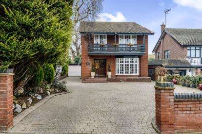 4 Bedrooms Detached House for sale in Westcliff-On-Sea, Essex