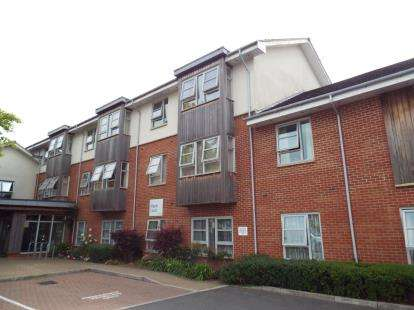 2 Bedrooms Flat for sale in Maple Court, The Street, Swindon, Wiltshire