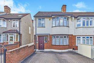 3 Bedrooms End Of Terrace House for sale in Manor Lane, London, .