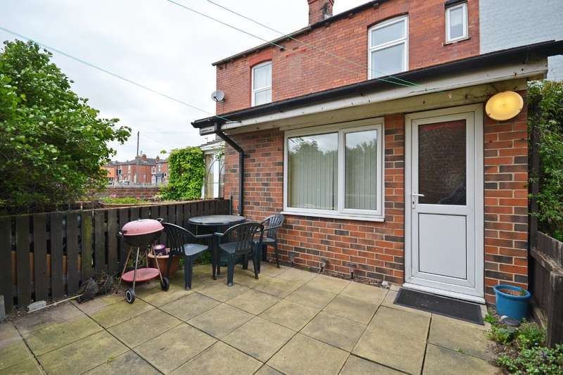 2 Bedrooms Terraced House for sale in Dewsbury Road, Wakefield