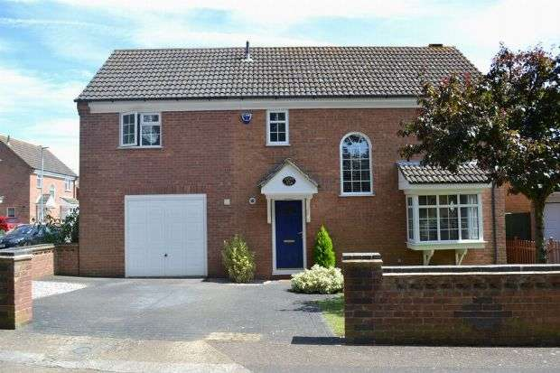 4 Bedrooms Detached House for sale in Becket Way, Spinney Hill, Northampton NN3 6EX