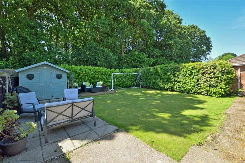 3 Bedrooms Detached Bungalow for sale in Greenfield Crescent, Waterlooville, Hampshire