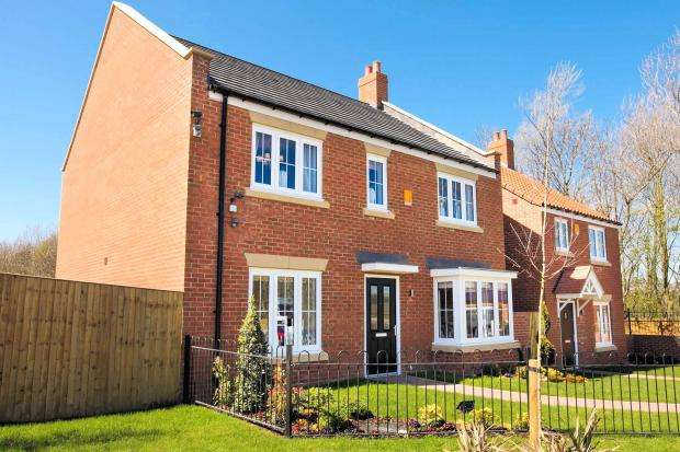 4 Bedrooms Detached House for sale in High Mill, Off Field Lane, Scarborough, North Yorkshire YO13 0DA