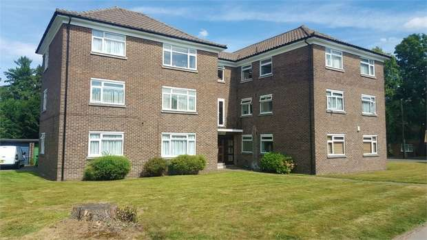 2 Bedrooms Flat for sale in Waldronhyrst, South Croydon, Surrey